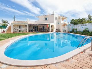APT in FARO, WITH BIG PRIVATE POOL, BEACH,TRANSFER, Faro