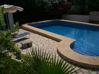8-berth villa, private pool and free GB TV + Wifi, Moraira