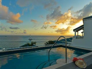 LUNA at SHORE POINT..secure, luxurious, and just steps from Cupecoy Beach, St-Martin/St Maarten