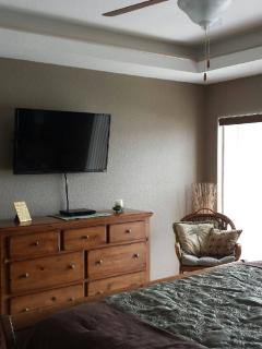Master Bedroom w/40' TV & DVD player.