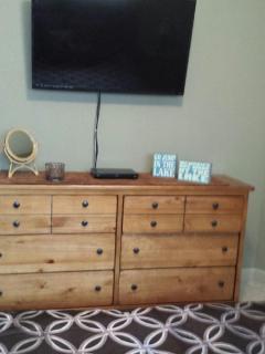 Front Bedroom w/40' TV & DVD player.