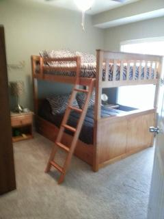 Front Bunk Bed Room with full-sized beds & 32' flat screen TV & DVD player.
