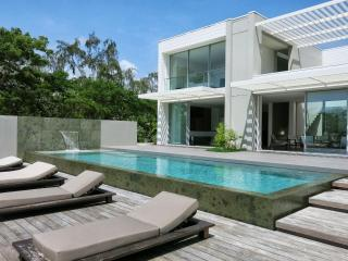 EXCEPTIONAL LUXURY VILLA with access to a pontoon, Le Francois