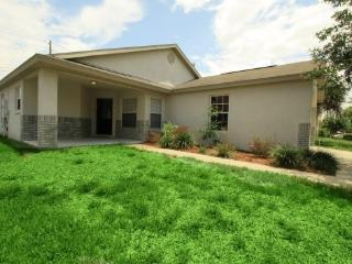 beautiful  3 bedroom home 3.5 miles from disney!, Kissimmee