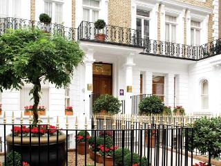 Exclusive Luxury 4 bed Apartment next to Harrods, Londra
