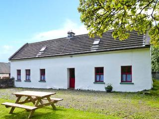 LOUGH GRANEY COTTAGE, woodburner, en-suite facilities, rural retreat, in Caher, Ref. 24965