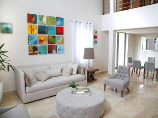 Casa Cacique Walk to the Beach Lux 5BR/5.5bath, San Juan