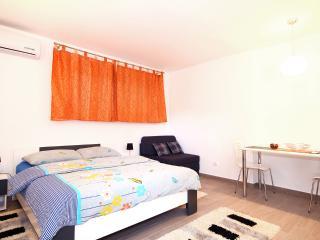 Modern Studio, Lapad center, 300m from beaches, Dubrovnik
