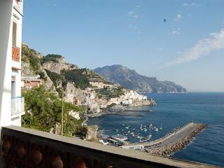 Mare azzurro in Amalfi