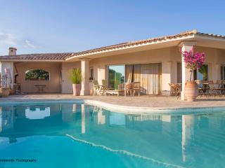 Luxury villa & pool 12 P South Corsica beach 500 mtr, Sainte Lucie de Porto-Vecchio