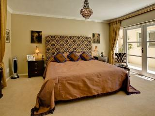 Hotel-type suites in Bakoven (Camps Bay) available, Le Cap