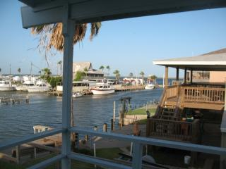 Waterfront Home in Palm Harbor Sleeps 9, Rockport