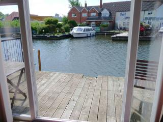 Sunset Haven Self catering three bedroom holiday cottage in Hoveton on the Norfolk Broads, Wroxham
