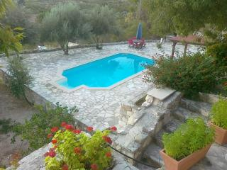 PIskopos House, with a private pool &  free Wi-Fi