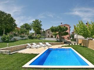 House with pool Motovun