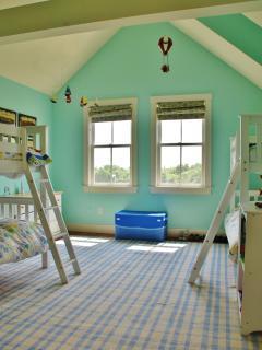 Upper Bed 3, twin bunks sleep 4