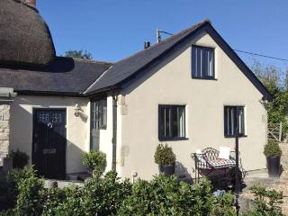 THE BEAMS, STONEHAVEN, single-storey, woodburner, shared use of swimming pool, w