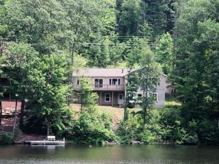 Comfortable lakefront home  near Tunkhannock , Pa.