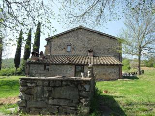 Detached independent villa in Tuscan countryside with private pool and garden
