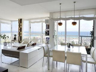 B335 FRONT BEACH LUXURY APARTMENT, Barcelona