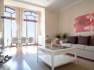 B338 ELEGANT CITY CENTRE APARTMENT, Barcelona