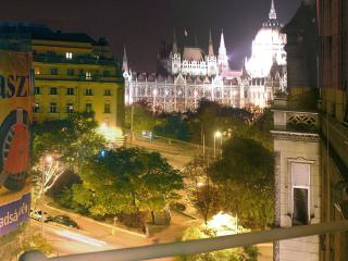 Huge bourgeois apartment with Parliament panorama, Budapest