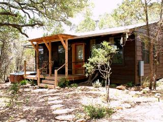 Romantic cabin in the woods with private hot tub, Wimberley