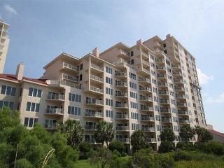 Beach Manor Tops'l Resort Gulf Front with Beach Views! Available for Snowbird, Miramar Beach