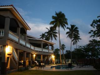 Maria's  - Luxury * Oceanfront * Vacation Rental w/ Private Access to the Beach, Rincón