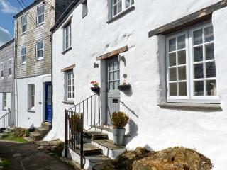 17 THE CLIFF, woodburner, wet room, sea views in Mevagissey, Ref. 26244