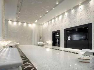 Book A 5 Star Luxury Condo 2br/2ba/wiFi/Parking~Heart of Downtown Toronto
