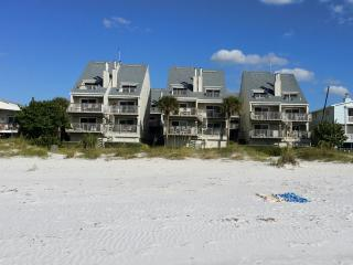 Spectacular Luxury Beachfront Condo PELICANS POINT, Indian Shores