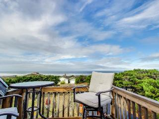 Whimsical oceanview & dog-friendly home w/ private hot tub & close beach access!, Waldport