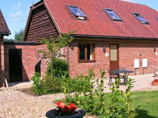 FOXHOLE, en-suite, romantic cottage, easy reach of New Forest, near Alderholt Ref. 15424