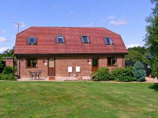 FOXHOLE, en-suite, romantic cottage, easy reach of New Forest, near Alderholt Re