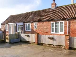 LITTLE ARGHAM COTTAGE pet-friendly, woodburning stove in Burton Fleming, Ref 23937, Filey