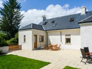 GLED COTTAGE luxury property, woodburner, en-suite facilities, enclosed lawned garden, in Creetown, Ref 28063