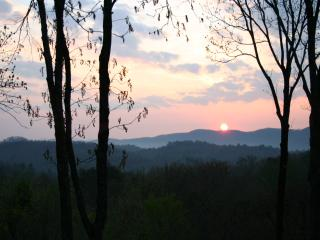 Serene Sunrise From $69 p/nt, Cherry Log