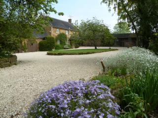 Sansome Cottage, Ilmington 2 bed/2 bath 4miles from Chipping Campden  NO FEES!!