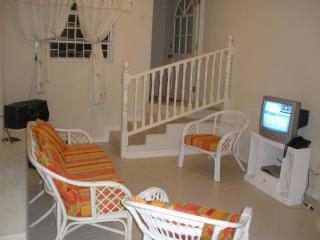 2 bdrm 1 bthrm apartment with ac&wifi near Oistins, Christ Church Parish