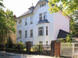 LLAG Luxury Vacation Apartment in Berlin-Dahlem - bright, quiet, natural (# 4244)