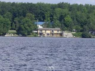 Cottage on a lake for rent. 5 BR. 1.5 Hours from Toronto.