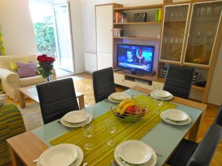 42inch flat screen TV, wireless internet, entrance into the garden from the living room