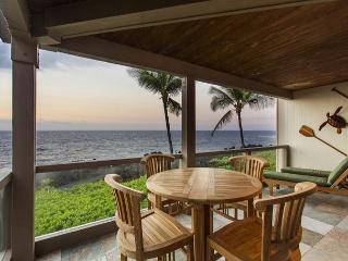 Exquisite Ocean Front 2 Bedroom, 2 Bathroom at Surf & Racquet 1206-SR 1206, Kailua-Kona