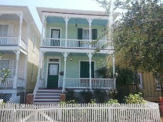 3 Bedroom, 2 Bath, Historic Home, Sleeps 8, Wi-Fi