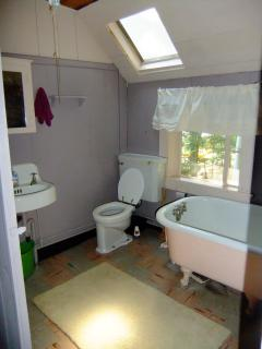 1/2 Bath - Outdoor Hot Water exclosed shower