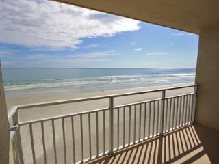 Sea Coast Gardens- Beautiful Oceanfront unit!, New Smyrna Beach