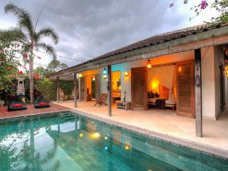 Lovely 3 Bedroom Villa CLOSE to the BEACH, Canggu