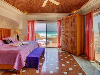 Lovely Beach Front Villa in Playacar P I (amigos), Playa del Carmen