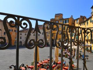 Vacation Rental at Casa Anfiteatro in Lucca